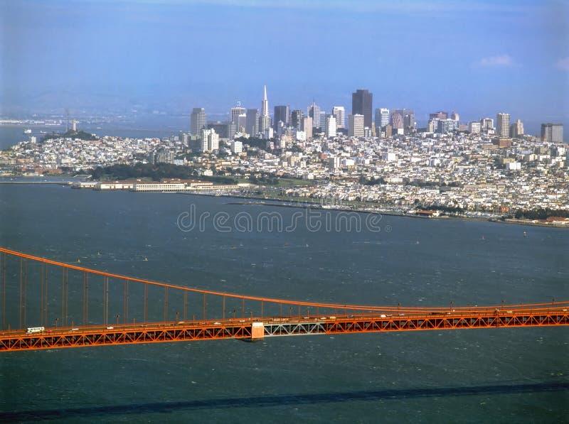 San Francisco com golden gate bridge, Califórnia foto de stock