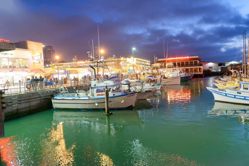 SAN FRANCISCO - 6 DE AGOSTO DE 2017: Barcos atracados en Whar del pescador imagen de archivo libre de regalías