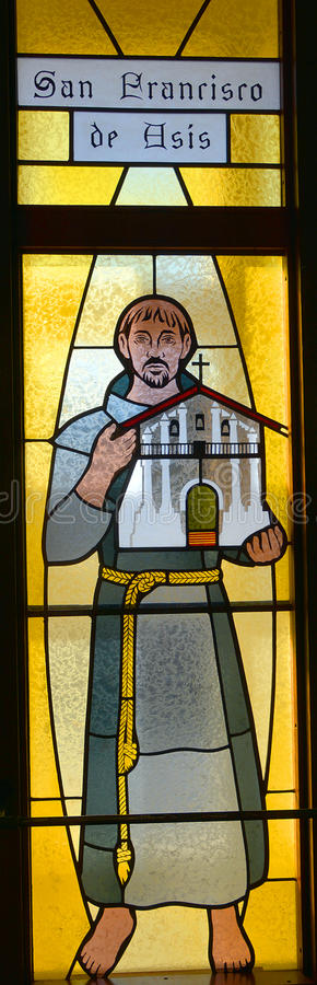 San Francisco De Asis (St Francis av Assisi) målat glassfönster royaltyfri bild