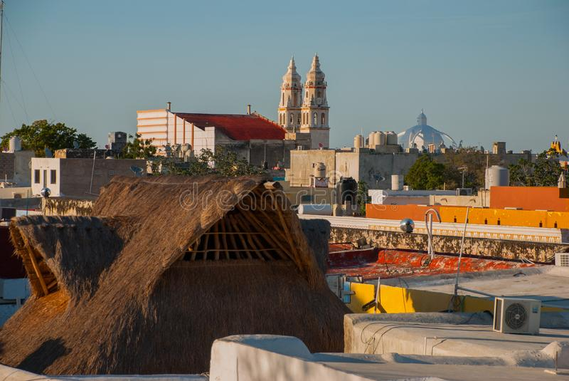 San Francisco de Campeche, México: Vista superior das casas e da catedral imagem de stock royalty free
