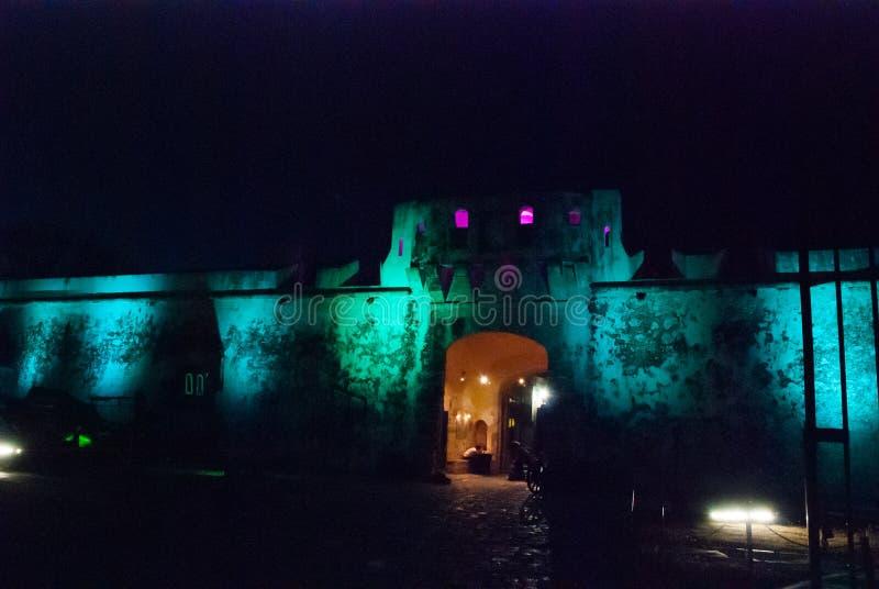 San Francisco de Campeche, Mexique : Vieux mur et entrée de forteresse au centre historique Nuit de Puerta De Tierra At de porte  photographie stock