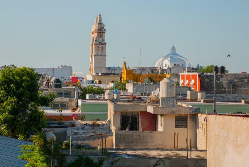 San Francisco de Campeche, Mexique : Vue supérieure des maisons et de la cathédrale photographie stock libre de droits