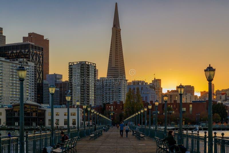 San Francisco del centro e la piramide di Transamerica a Chrismas immagini stock libere da diritti