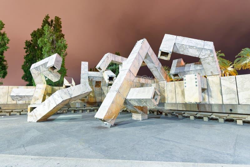 SAN FRANCISCO, EL 5 DE AGOSTO DE 2017: Escultura moderna en la noche en fotografía de archivo libre de regalías