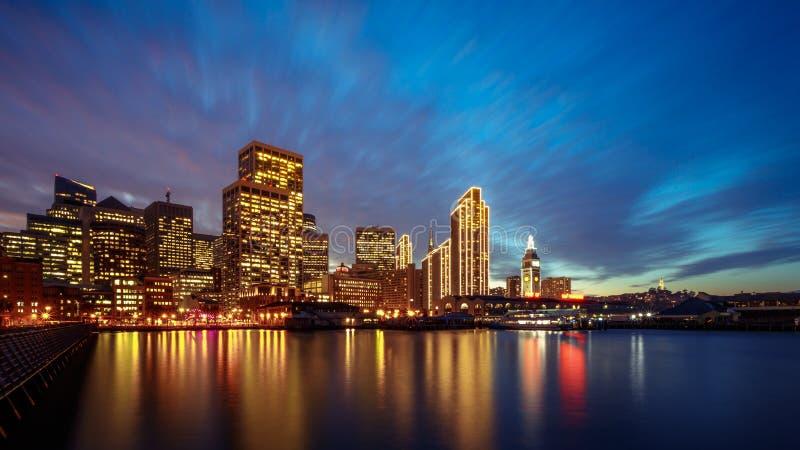San Francisco Embarcadero bij Nacht royalty-vrije stock foto