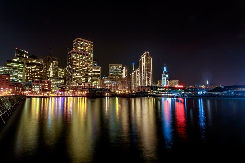 San Francisco Embarcadero bij Nacht stock afbeelding