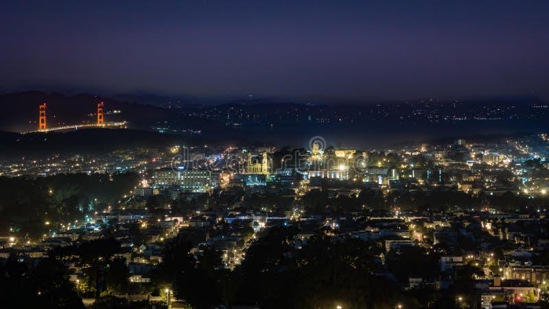 San Francisco entro la notte fotografie stock