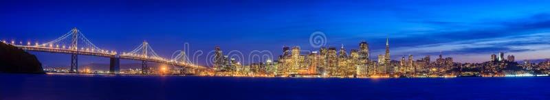 San Francisco et la baie jettent un pont sur pris de l'île de trésor photo stock