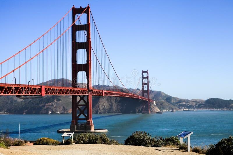 San Francisco - a fuga de golden gate bridge negligencia foto de stock royalty free