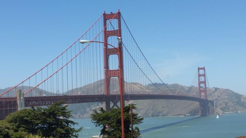 San Francisco golden gate bridge är en av de högsta iconic gränsmärkena i världen royaltyfri fotografi