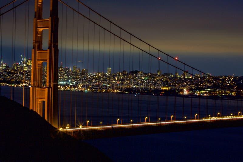 San Francisco Golden Gate Bridge na noite fotografia de stock royalty free