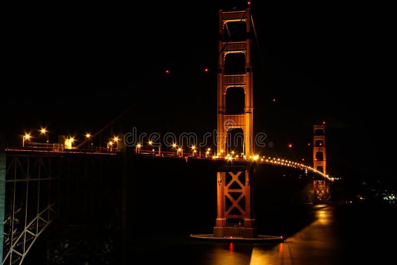 San Francisco - golden gate bridge no Lit na noite foto de stock