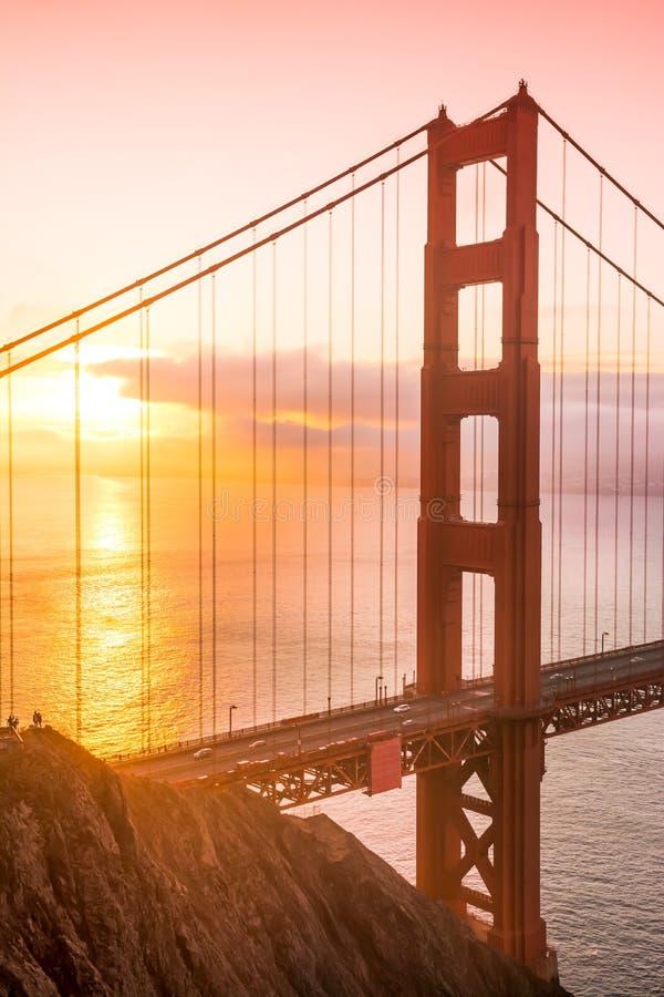 San Francisco golden gate bridge på soluppgång