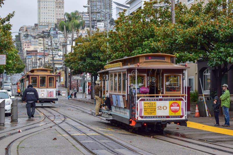 San Francisco Historical Cable Car que llega en el Fisherman& x27; distrito del muelle de s foto de archivo