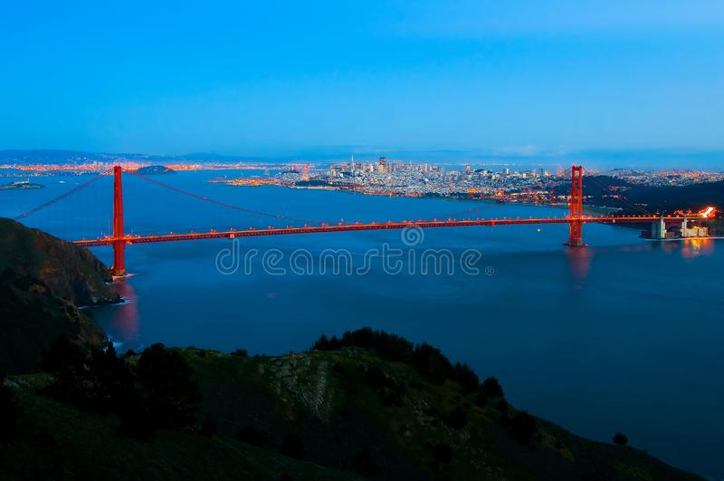 San Francisco horisont på natten royaltyfri foto