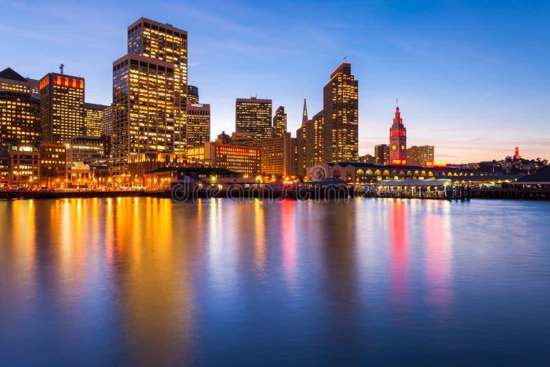 San Francisco Im Rot Und Im Gold Lizenzfreie Stockbilder