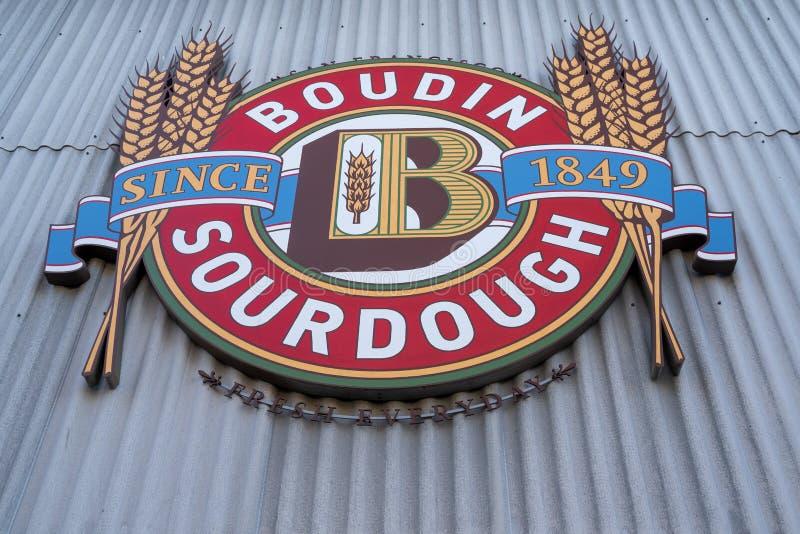 San Francisco, Kalifornien - Abschluss oben des Boudin-Sauerteig-Restaurantlogos, berühmt im Fishermans-Kaibereich stockfoto