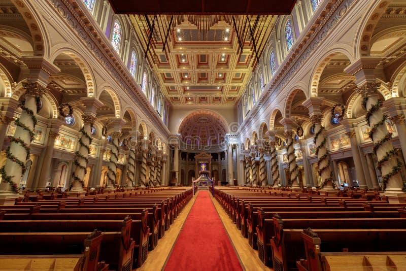 San Francisco Kalifornien - December 17, 2017: Inre av St Ignatius Church arkivbild