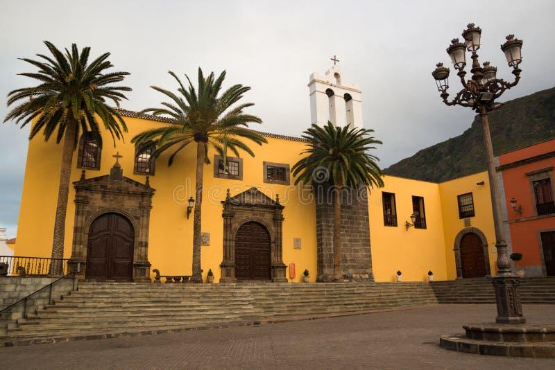 San Francisco klosteryttersida och huvudsaklig fyrkant i den Garachico staden i Tenerife arkivbild