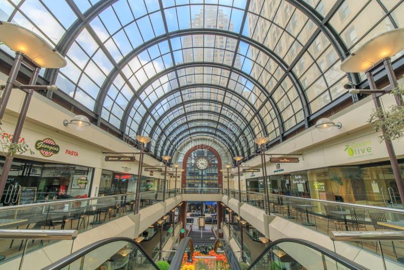 San Francisco, la Californie - 7 avril 2018 : Intérieur de Crocker Galleria Shopping Mall dans le secteur financier photos stock