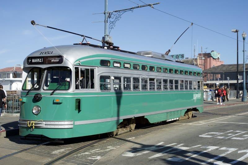 SAN FRANCISCO, la CALIFORNIE, ETATS-UNIS - 25 novembre 2018 : tramway antique ligne de la f de PCC aucun Brooklyn 1053 au pêcheur images libres de droits