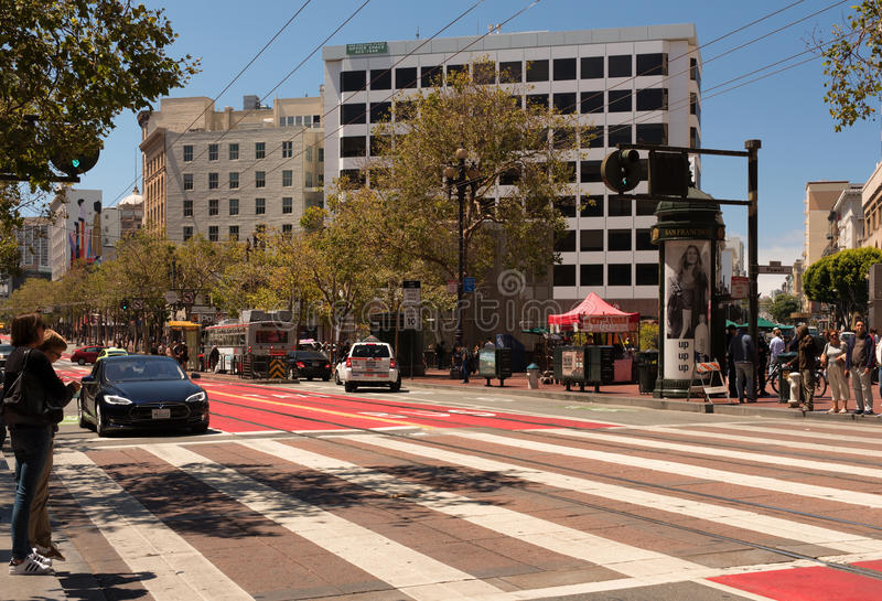 San Francisco - los E.E.U.U., agosto de 2016: Calle en Dawntown en San Francisco, agosto de 2016 imagenes de archivo