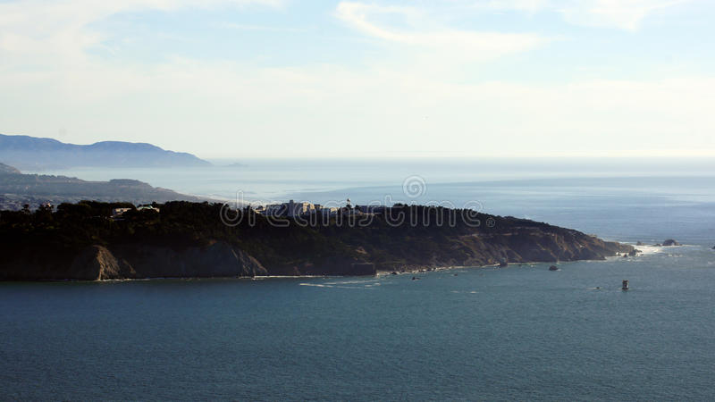 SAN FRANCISCO, los E.E.U.U. - 5 de octubre de 2014: La vista de tierras termina con el Océano Pacífico, California fotos de archivo libres de regalías