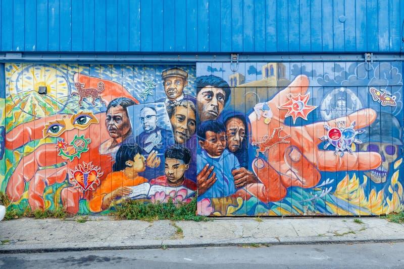 SAN FRANCISCO - MEI 16: De muurschildering in de buurt van het Opdrachtdistrict in San Francisco op Mei 2016, a-muurschildering i royalty-vrije stock foto's
