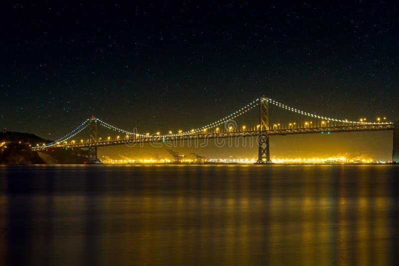 San Francisco Oakland Bay Bridge bij Nacht royalty-vrije stock fotografie