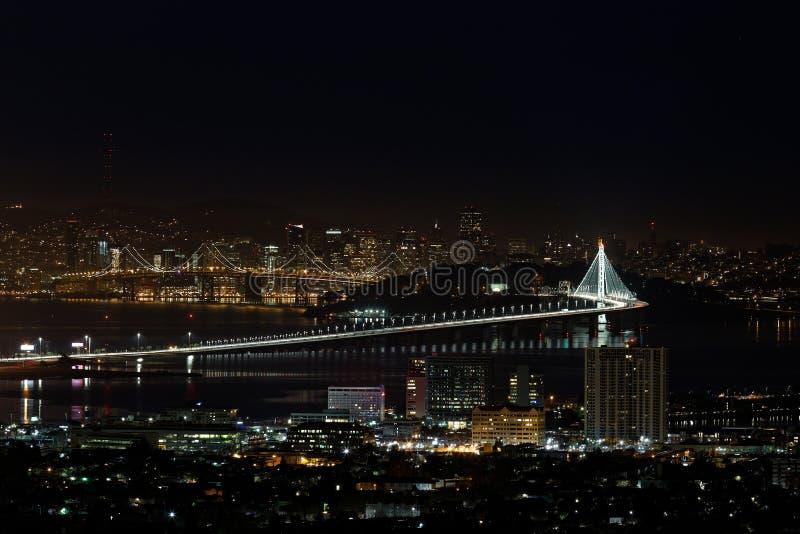 San Francisco Oakland Bay Bridge bij Nacht (Nieuwe Oostelijke Spanwijdte) royalty-vrije stock foto's