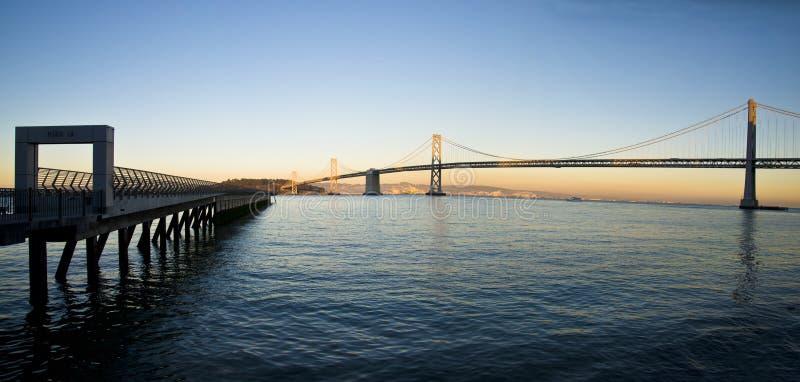San Francisco Pier e ponte della baia panoramico fotografie stock libere da diritti
