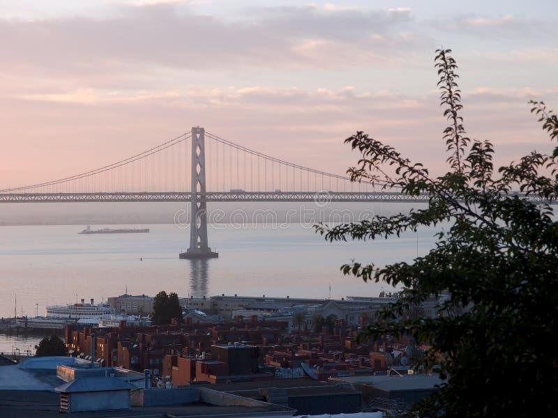 San Francisco Piers en Baaibrug bij Schemer royalty-vrije stock foto's