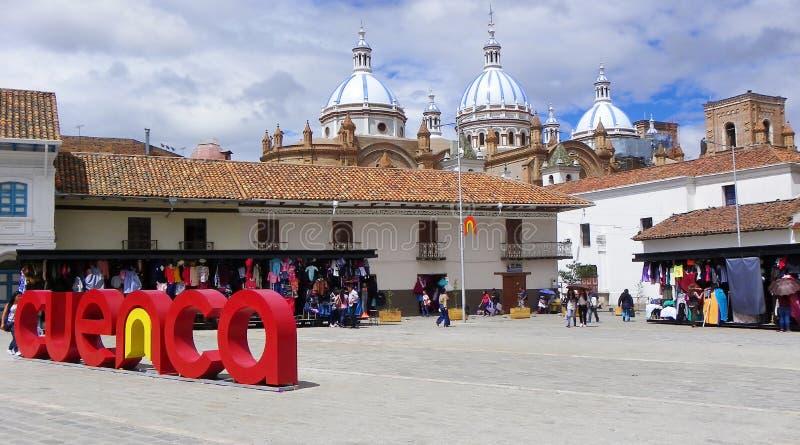 San Francisco Plaza i den historiska mittstaden Cuenca, Ecuador royaltyfri foto
