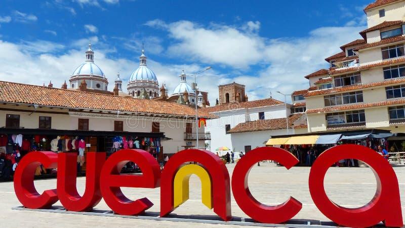 San Francisco Plaza och marknad i Cuenca, Ecuador royaltyfria foton