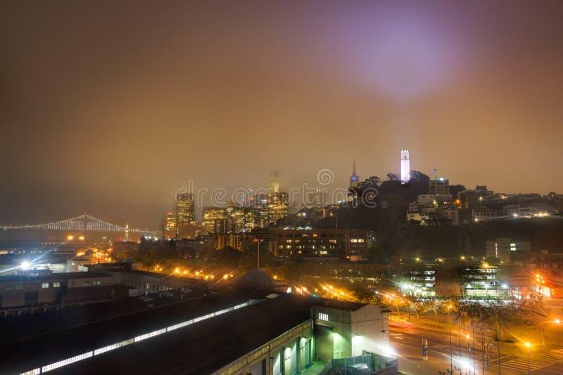 San Francisco Port en Telegraafheuvel bij nacht royalty-vrije stock afbeeldingen