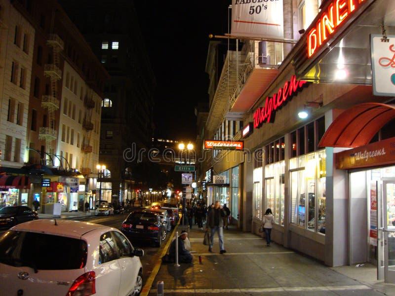 San Francisco Powell gatatrottoar på natten royaltyfri foto