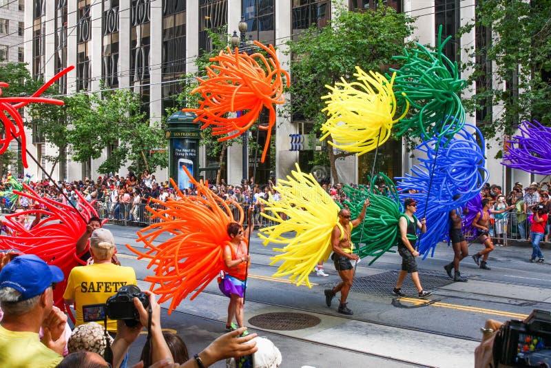 San Francisco Pride Parade - trajes coloridos del globo foto de archivo libre de regalías