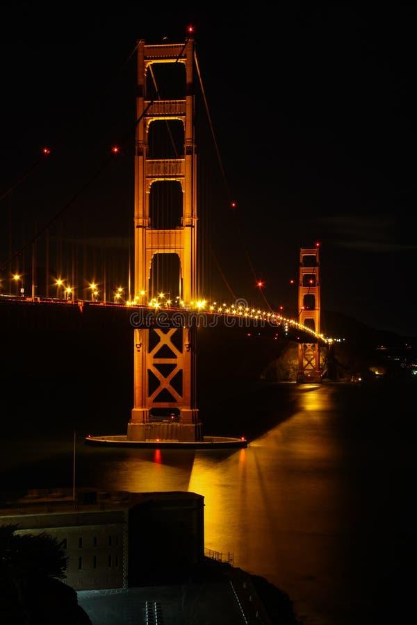 San Francisco - punto del fuerte de puente Golden Gate en la noche imagen de archivo