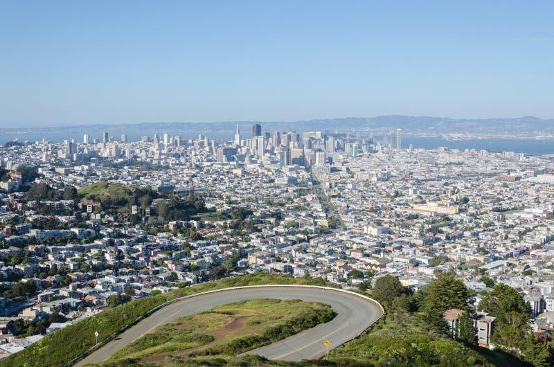 San Francisco sikt från de tvilling- maxima royaltyfria bilder
