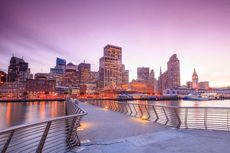 San Francisco sikt från pir 14 royaltyfria bilder