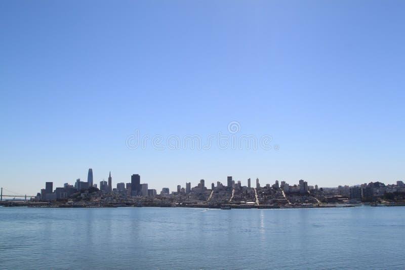 San Francisco Skyline depuis l'île d'Alcatraz image libre de droits