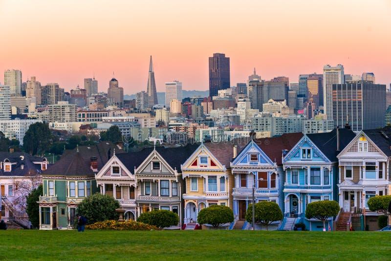 San Francisco-Skyline mit den Distelfaltern, Kalifornien, USA lizenzfreie stockfotografie