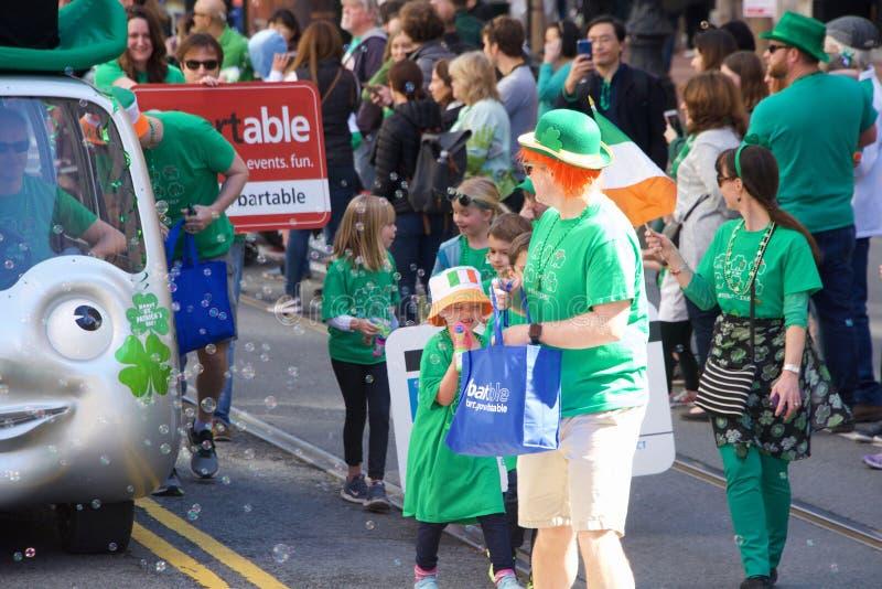 San Francisco 168. ståtar årliga Sts Patrick dag royaltyfri foto