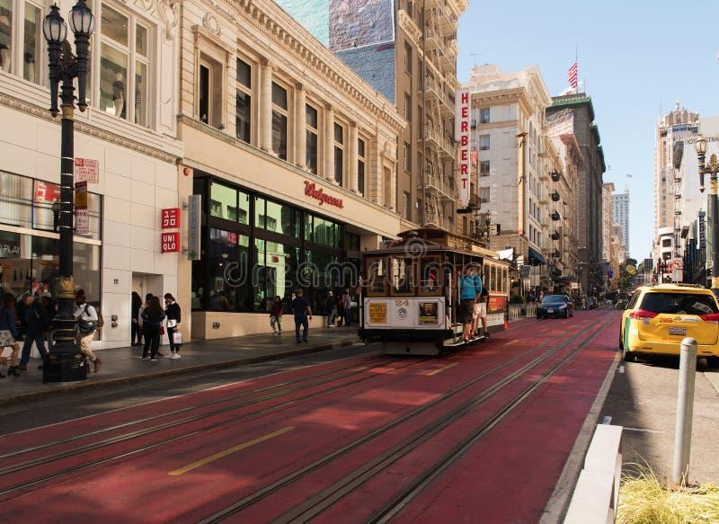 San Francisco USA, 08 Augusti 2016: Spårvagnspring till och med gatan i centret, San Francisco Augusti 2016 royaltyfri fotografi