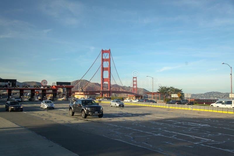 San Francisco USA-Juni 26,2018: Kassörskaingången av Golden gate bridge är gränsmärket och mest berömd på San Francisco, Kaliforn arkivbilder