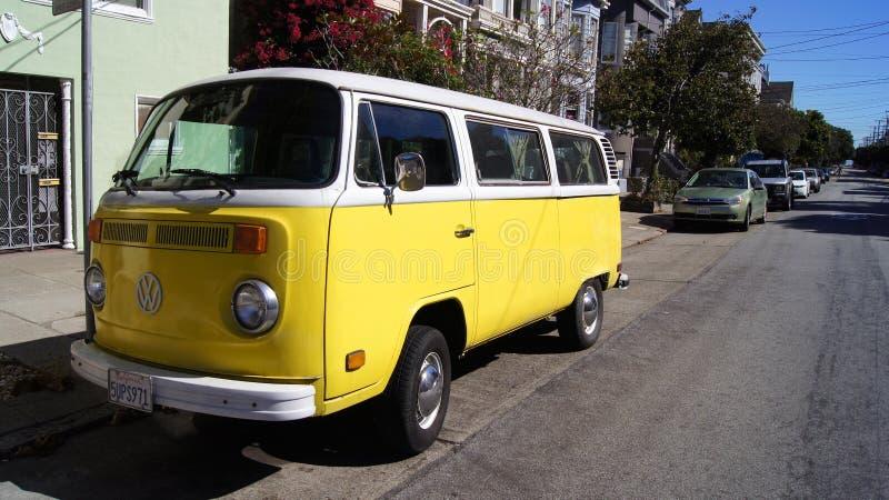 SAN FRANCISCO, USA - 5. Oktober 2014: Ein Weinlese-Volkswagen-Bus 1968 in den Straßen von SFO Kalifornien stockfotos