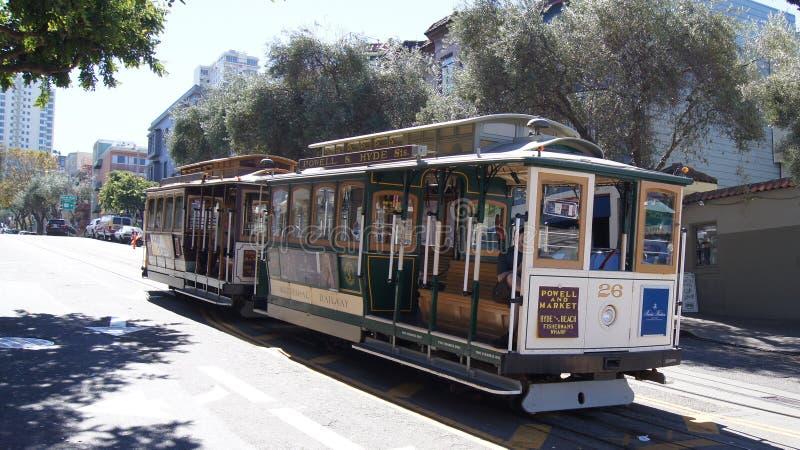 SAN FRANCISCO, USA - 5. Oktober 2014: StraßenDrahtseilbahn, ein ikonenhafter Modus des Transportes in Kalifornien lizenzfreie stockfotos