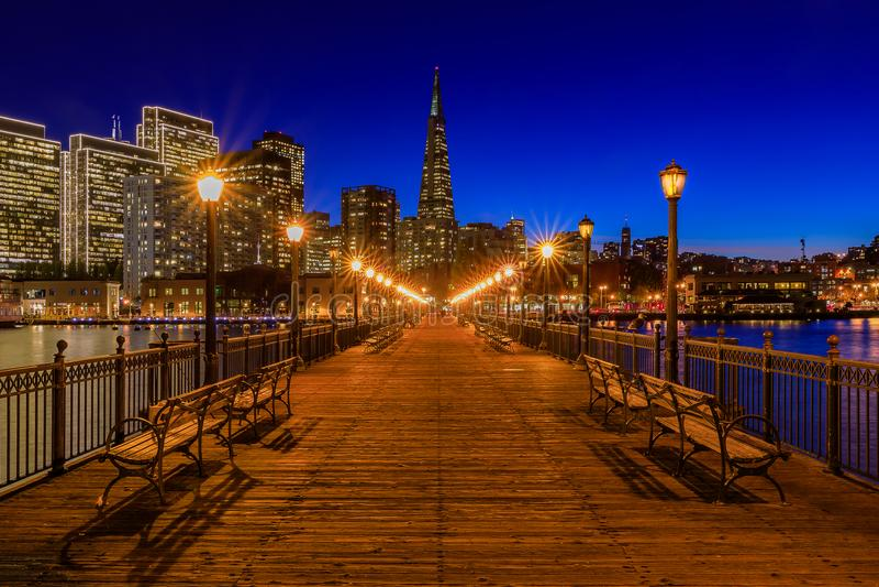 San Francisco van de binnenstad en de Transamerica-Piramide in Chrismas stock foto's