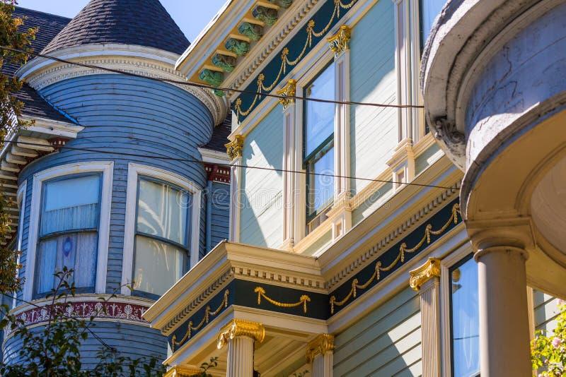 San Francisco Victorian huisvest dichtbij Alamo Vierkant Californië stock foto