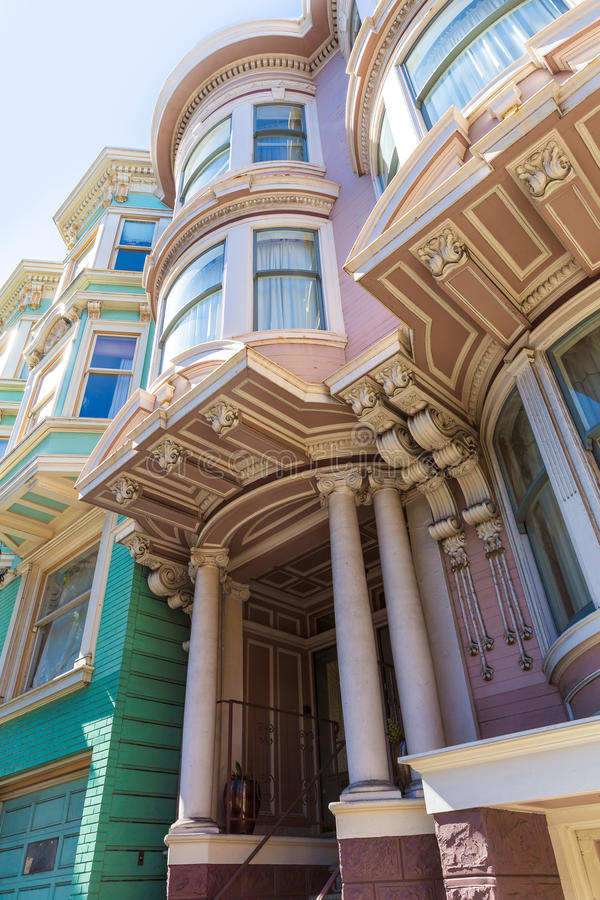 San Francisco Victorian huisvest dichtbij Alamo Vierkant Californië stock afbeeldingen